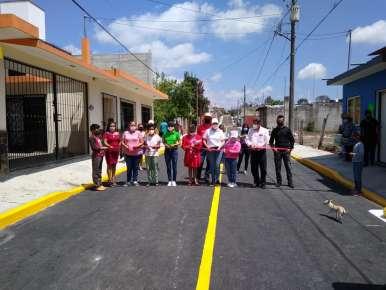 Integrantes de la comuna huatusqueña entregan oficialmente la obra de pavimentación de la calle 42 entre avenidas 21 y 25 de la Colonia Reserva Territorial.