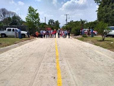 Autoridades municipales de Huatusco , entregaron oficialmente la obra a los habitantes del lugar de Capulapa