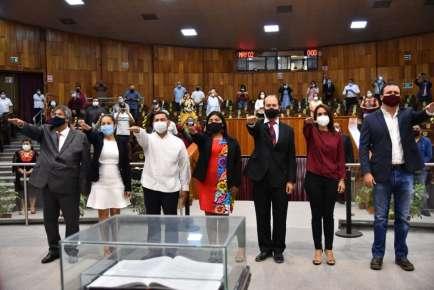 Asumen el cargo siete diputados locales