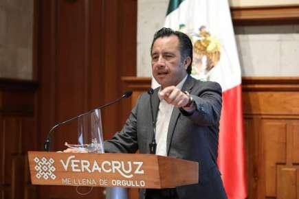Veracruz, único estado de los 10 más poblados que vacunó contra COVID al total del magisterio