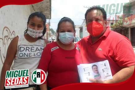 Miguel Sedas Castro recorre la Col. Reserva Territorial en busca del voto