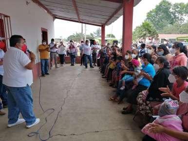 Más caminos pavimentados para las localidades de Huatusco son parte del compromiso de Miguel Ángel Sedas Castro.