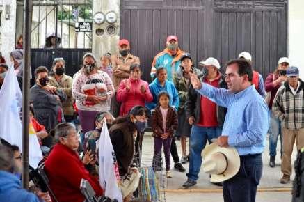 Platica Pepe Yunes con vecinos de la Colonia Vicente Guerrero y Tenextepec de Perote