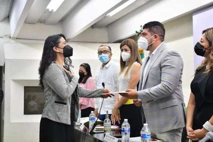 Felicita titular de la SEV Zenyazen Escobar García a egresados del Instituto Consorcio Clavijero.
