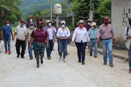 Respalda Margarita Corro Mendoza a Chero Calzada en Cuichapa.