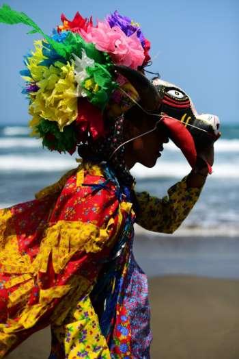 """Fototeca de Veracruz reabre sus puertas con la exposición """"En defensa de la identidad"""" de Óscar Martínez"""