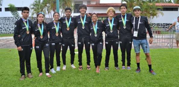 Cierra Triatlón con medallas en Relevos Mixtos