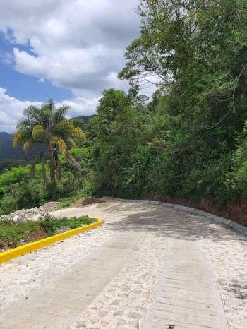 Pavimentan tramos carreteros en Tepetla