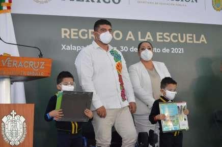 A lo largo del estado, Veracruz inició clases presenciales; es un retorno seguro y exitoso: Zenyazen Escobar García