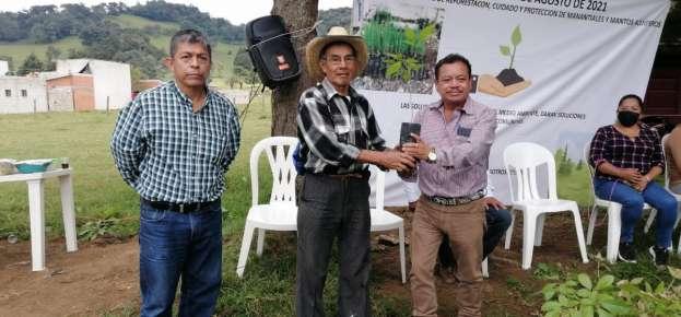 Entrega SEV 41 escrituras de predios escolares en la región Altas Montañas